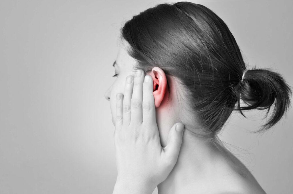 Γυναίκα υποφέρει από έντομο μέσα στο αυτί